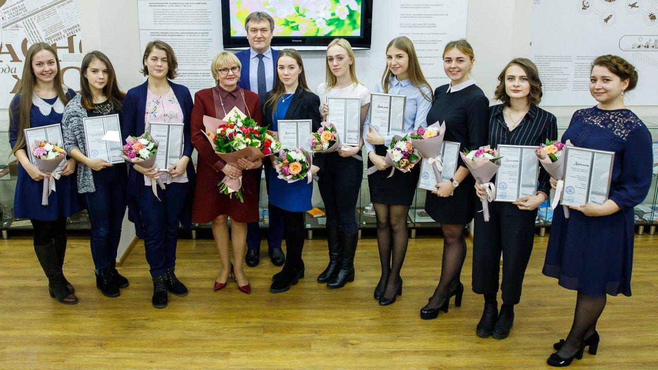 Все лауреаты с Л.П. Усс и В.И. Колмаковым