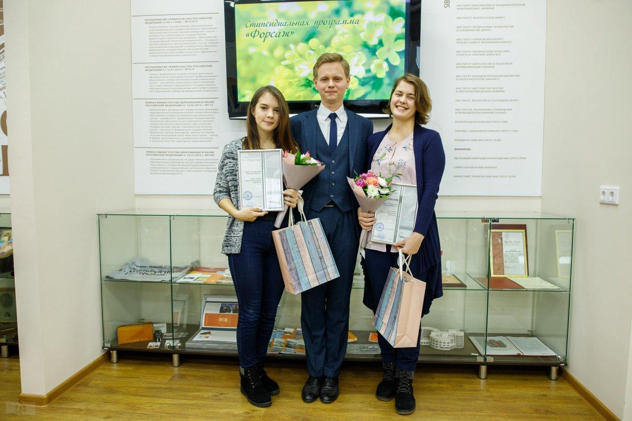 А.А. Молявко и Ю.А. Хорьякова с зам.директора ИМиФИ С.И. Башмаковым